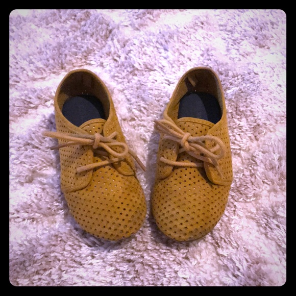 Old Navy Other - Cute mustard oxfords, like new!!!